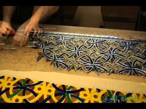 Vitralls Bonet: Assembling a complex stained glass. - YouTube