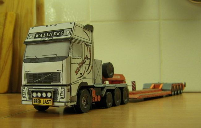 Volvo FH16 660 8x4 Truck Free Vehicle Paper Model Download | Papercraft cars | Papier, 3d papier ...