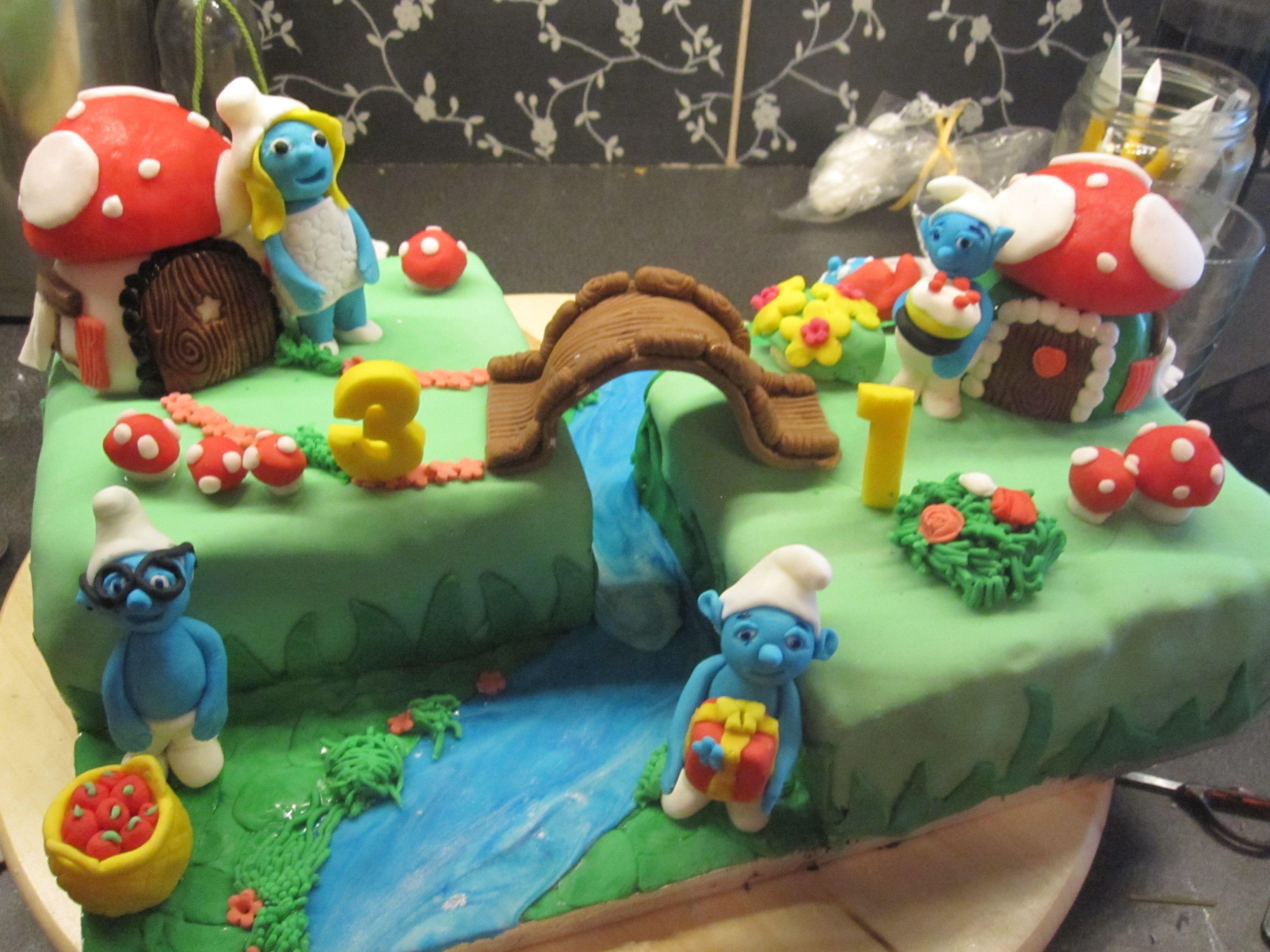 17 best Smurf Cake Decoration images on Pinterest Birthday cakes