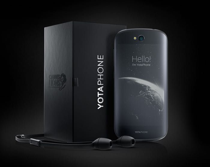 YotaPhone 2 Coming To Major US Carrier - The YotaPhone 2 comes with a display on each side of the handset, on the front of the device there is a 5 inch AMOLED display with a Full HD resolution of 1920 x 1080 pixels. On the back of the handset there is a 4.7 inch electronic ink display that has a qHD resolution of 960 x 540 pixels, the device also comes with a quad core Snapdragon 800 processor with a clock speed of 2.2GHz. | Geeky Gadgets