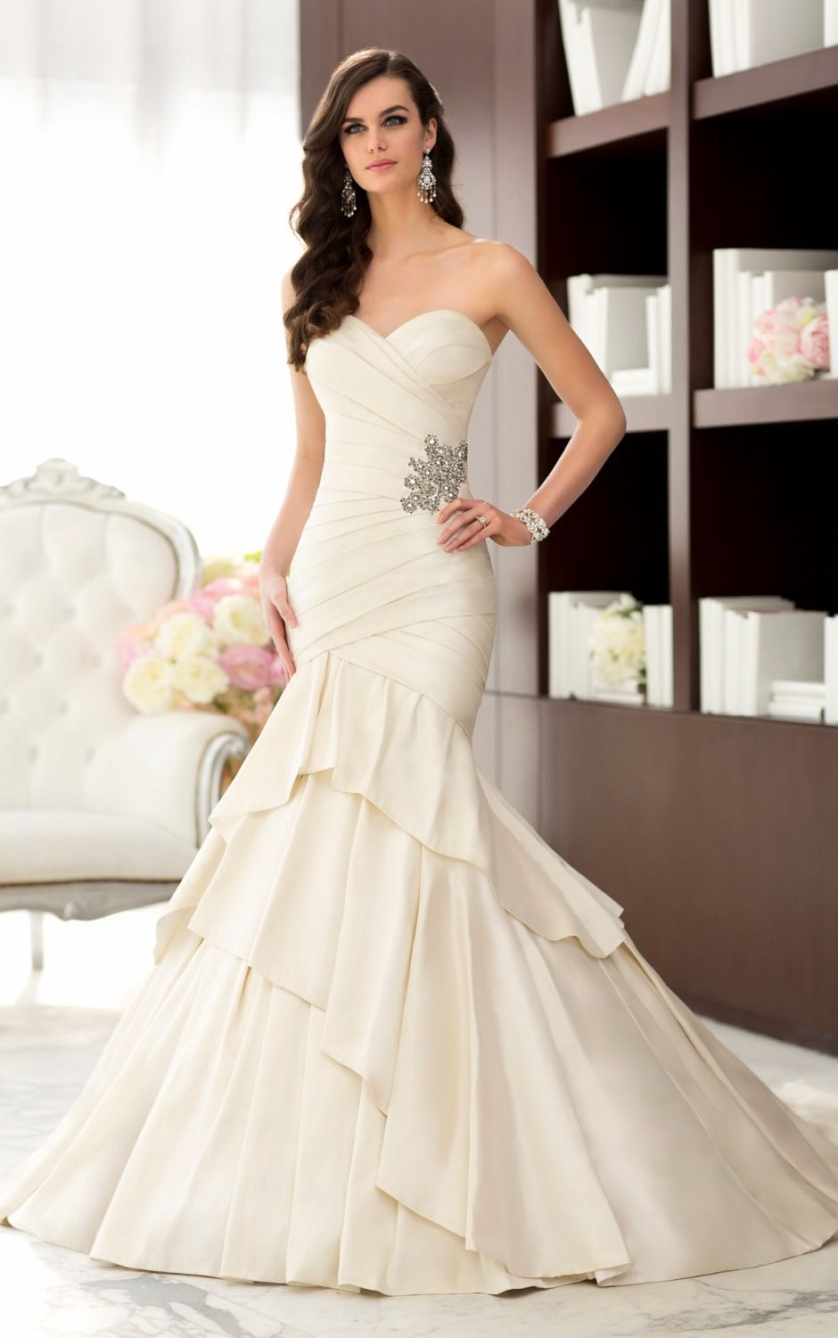 Layers and layers of Luxe Taffeta are the hallmark of this designer wedding dress. The body-hugging bodice features a sweetheart - http://www.aliexpress.com/item/Layers-and-layers-of-Luxe-Taffeta-are-the-hallmark-of-this-designer-wedding-dress-The-body-hugging-bodice-features-a-sweetheart/32229052993.html