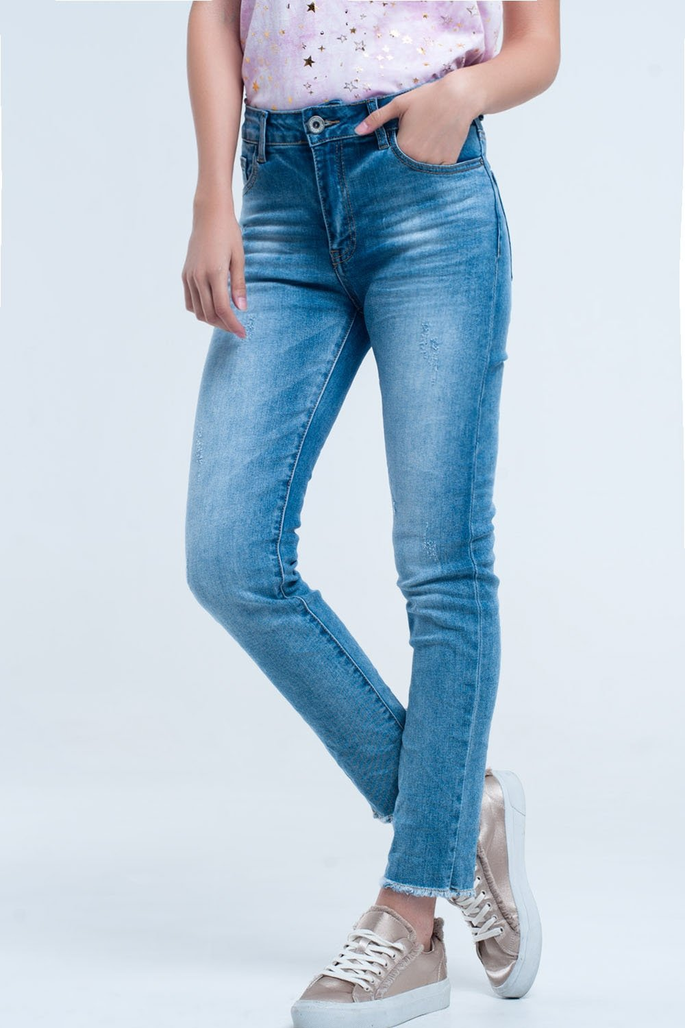 40e8105d14859 Light blue faded Jean with frayed low
