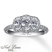 Major sparkle. Glad to see my dream ring has finally made it's appearance in Pinterest.