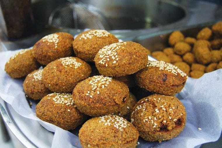 عالم الطبخ والجمال طريقة عمل الفلافل على الطريقة التقليدية Egyptian Food Food Arabic Food