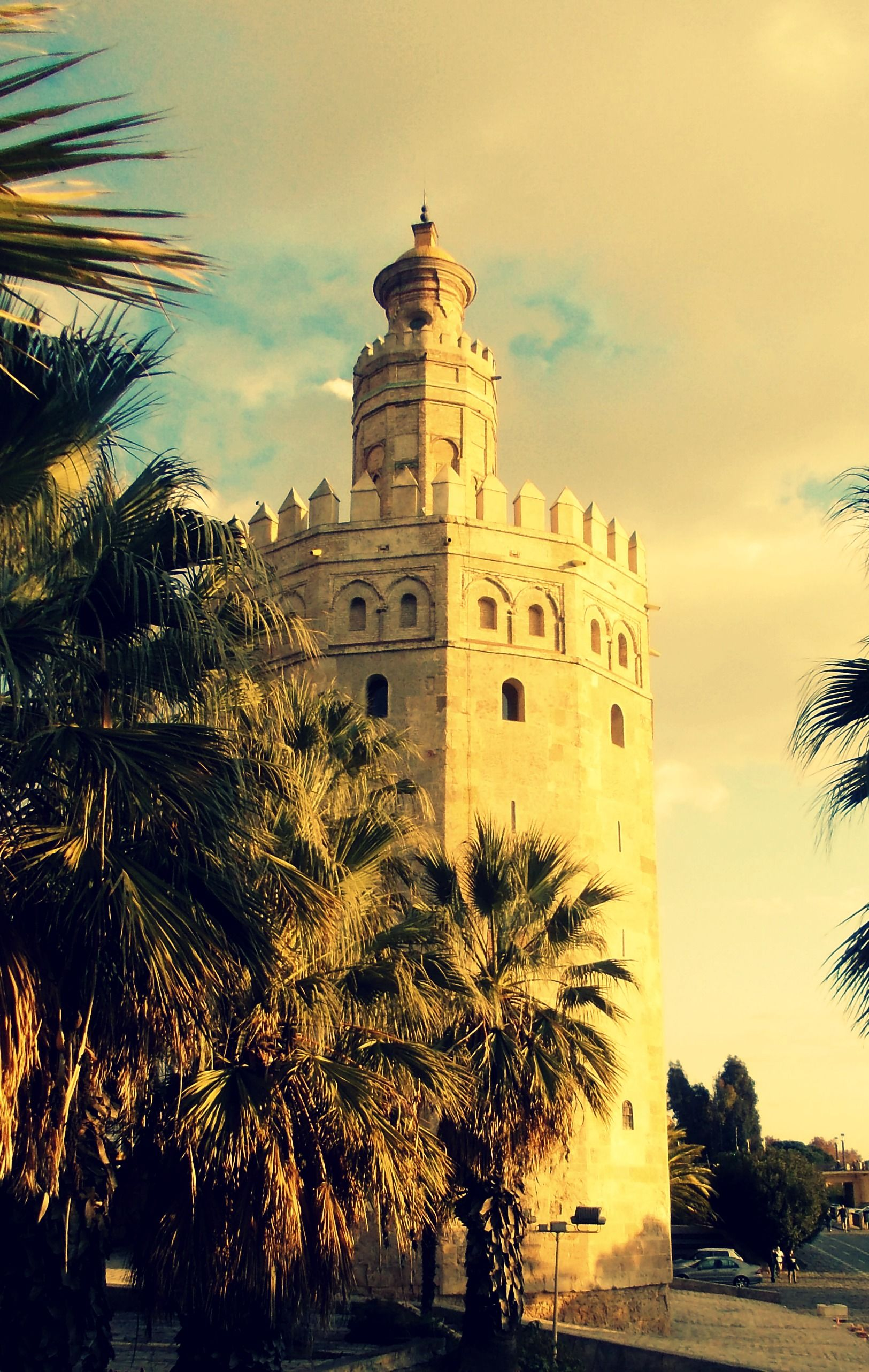 Torre del Oro, Sevilla, Spain, picture by Fiorenza [I thought this looked familiar...]