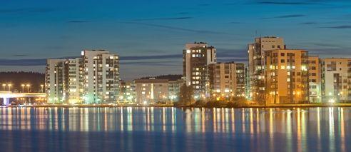 Jyväskylä on Yksi suurimmista kaupungeista.Jyväskylän koulu on yksi suosituimmista.Ja kun kuvasta näette,Jyväskylä on iso kaupunki.