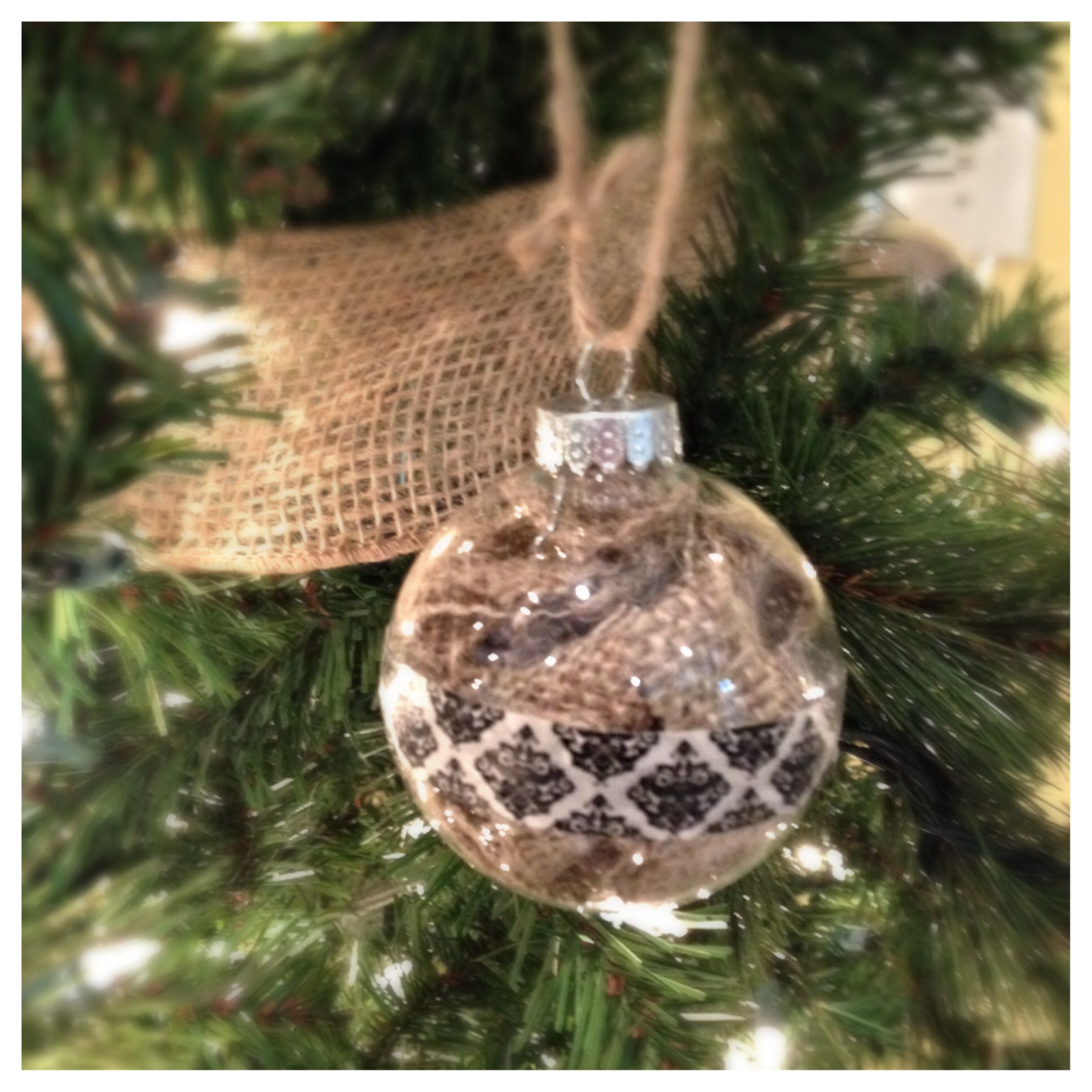 DIY burlap ornament for Christmas. Took pack of clear