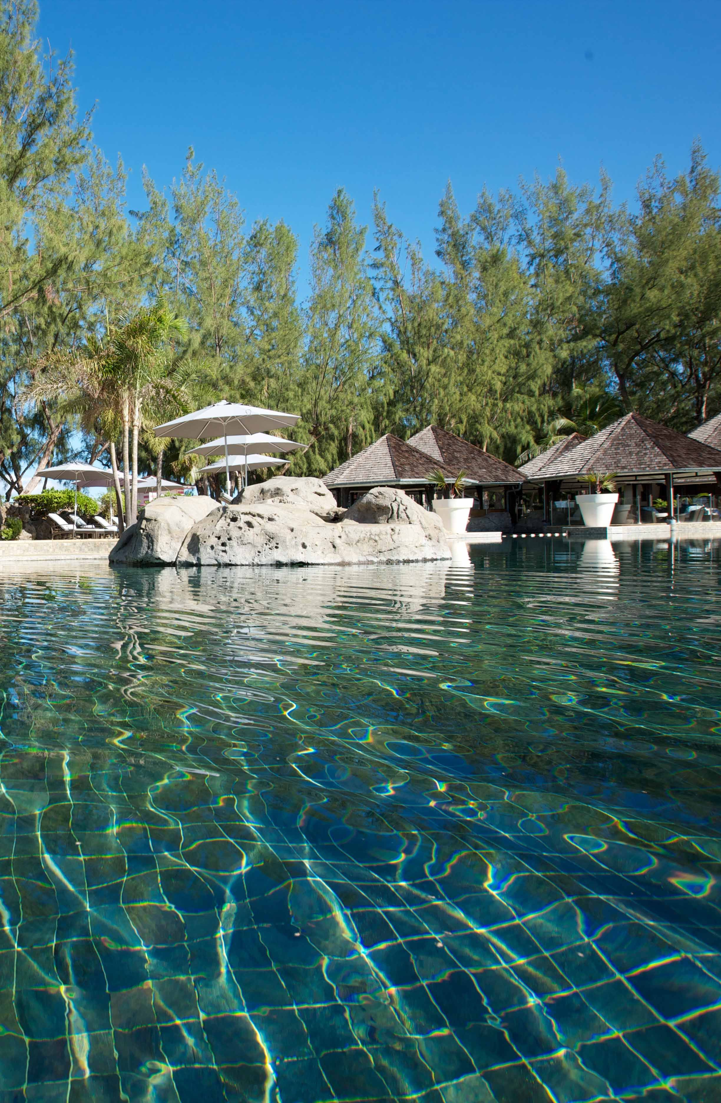 La piscine de l 39 hotel lux a l 39 ile de la reunion my sweet for Piscine reunion