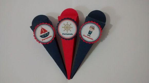 Cone para lembrancinha com o tema marinheiro.  Confeccionado com papel color set gramatura 90.  Fazemos em todas as cores e temas. R$ 2,00