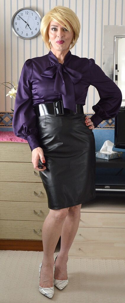 Blonde Mature In Leather Skirt  Beautiful Women  Satin -5908