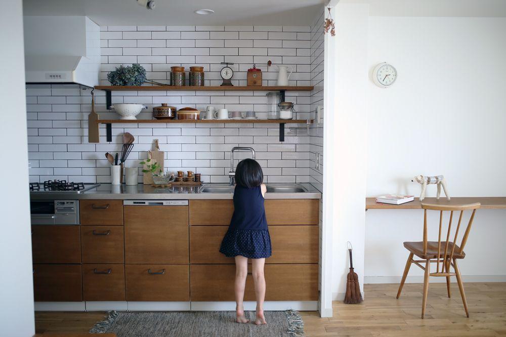 眺めのいいマンションの一室をリフォームする際に Nさんがキッチンづくりで心がけたのはシンプルに仕上げること キッチンデザイン キッチンインテリアデザイン リビング キッチン