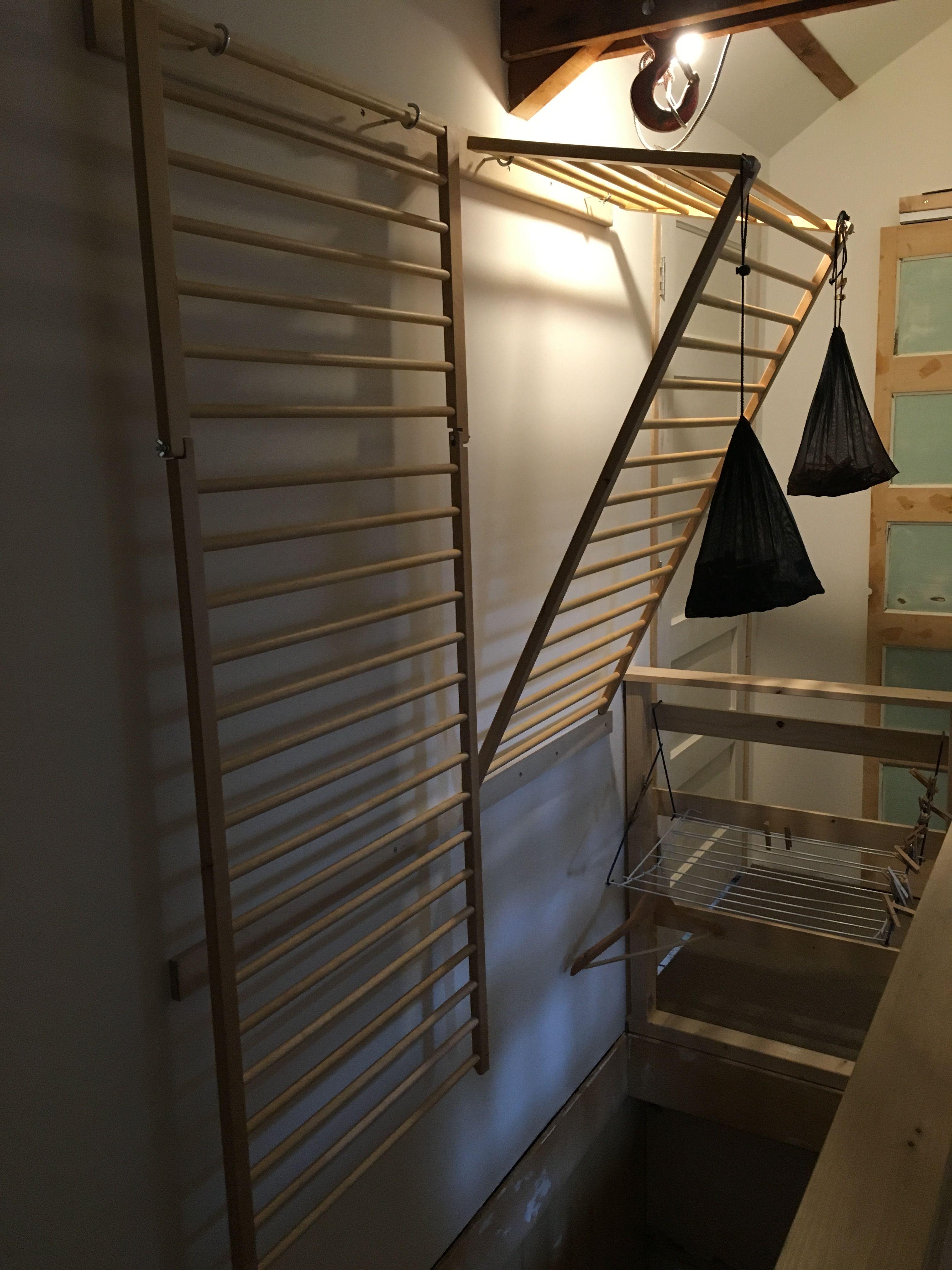 Ikea hack. Ledikantje van Ikea met vleugelmoeren de hoeken aan ...