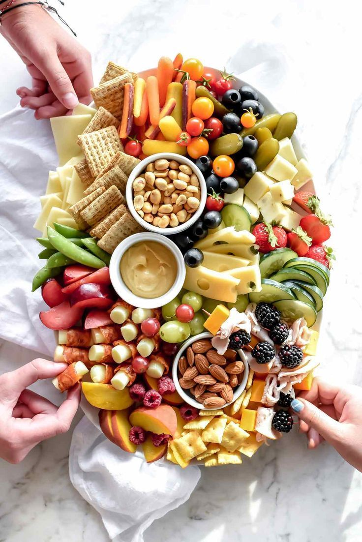 How to Make a Kid-Friendly Cheese Board Even Adults Will Love #fingerfoodpartyappetizers
