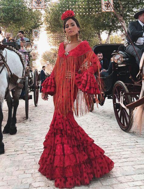 Rocío Osorno en la Feria de Abrl 2018 con traje de flamenca de Aurora  Gaviño. Foto  Instagram 4327c2d9911