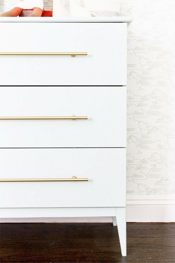 ikea hacks ideen wei e kommode goldfarbene griffe mein zimmer pinterest m bel kommode und. Black Bedroom Furniture Sets. Home Design Ideas