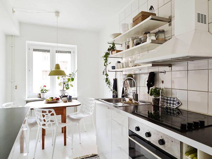 Wpis Jadalnia W Domu W Kuchni Czy Razem Z Salonem Stoly I Krzesla Kitchen Inspirations Bright Kitchens Kitchen