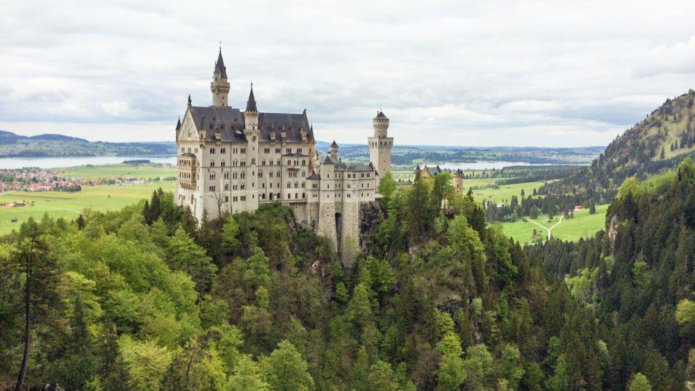 Wandern Auf Den Spuren Konig Ludwigs Neuschwanstein Allgau Urlaub Neuschwanstein Schloss Neuschwanstein