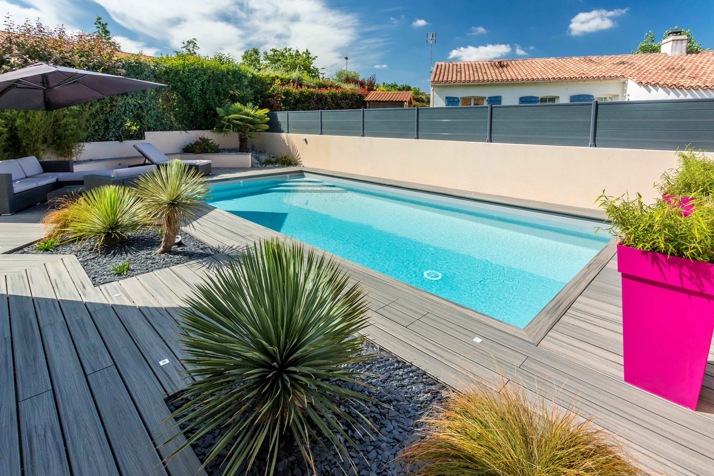 Am nagement en bois autour d 39 une piscine terrasse autour - Amenagement terrasse piscine ...