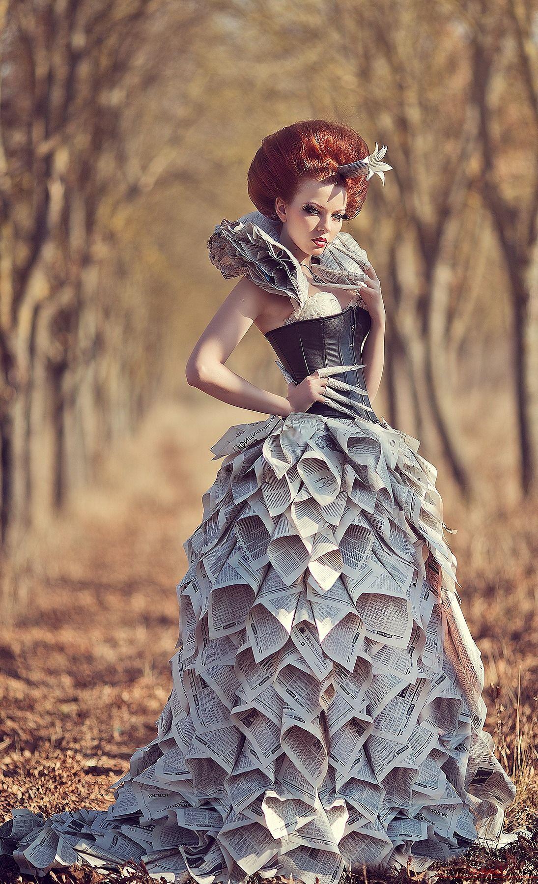 Платье и пакетов или газета