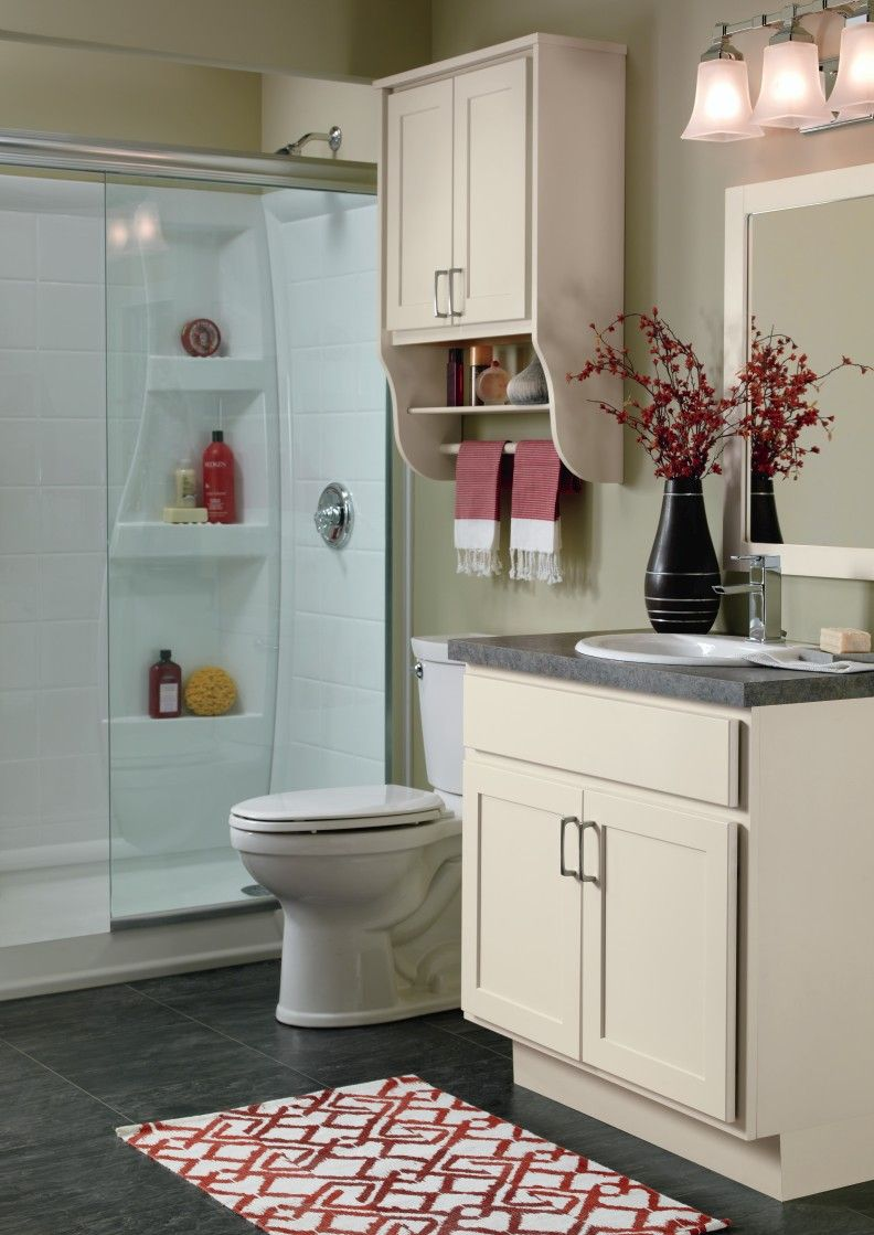 These Soft White Cabinets From The Kemper Echo Line Are The Perfect Fit In This Small Bath The Brie Finish On T Bathroom Cabinets Small Bath Dream Bathrooms