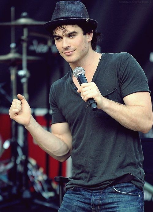 OMG look at the vein in his arm. Love it!