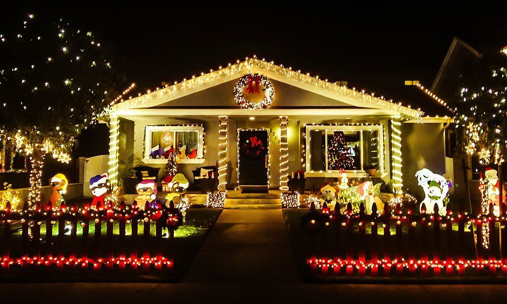 The most extravagant Christmas house light decorations