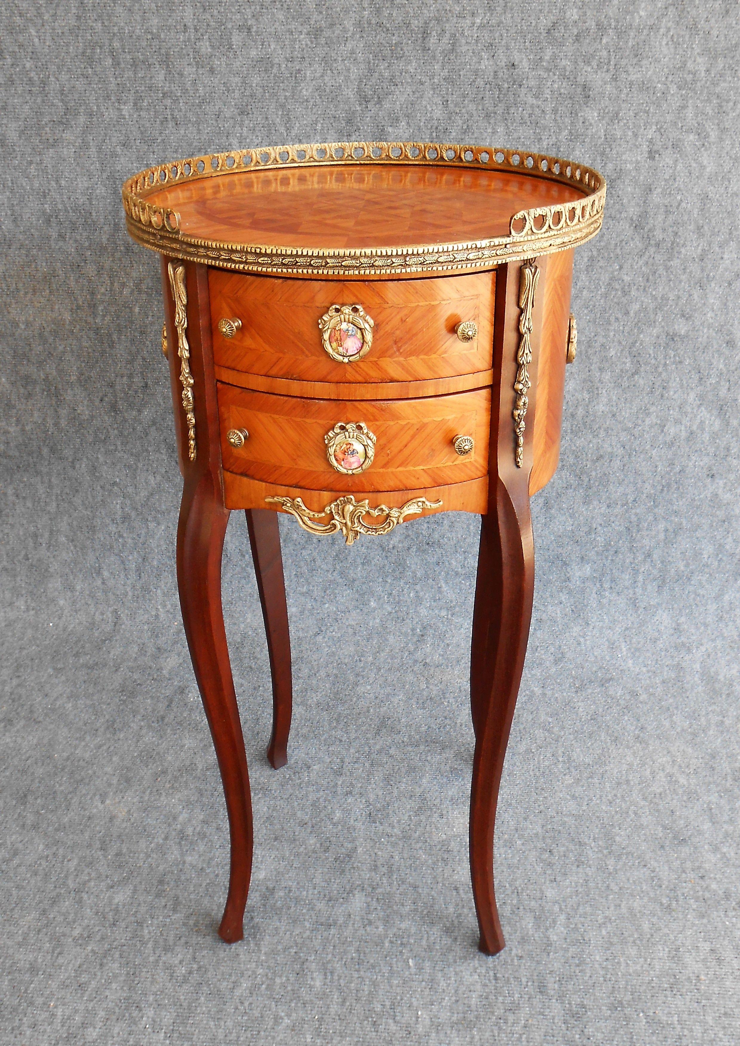 Restauro di comodino in Stile Luigi XV con intarsio in bois de rose ...