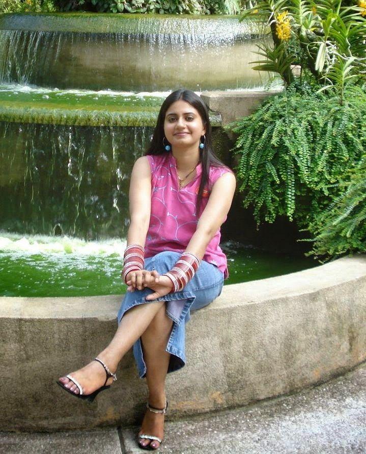 Indian Desi Girls In Waterfall Beautiful Pictures