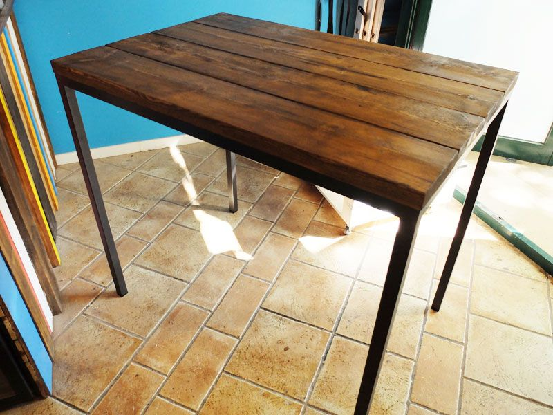 mesa de madera y hierro a medida para terraza