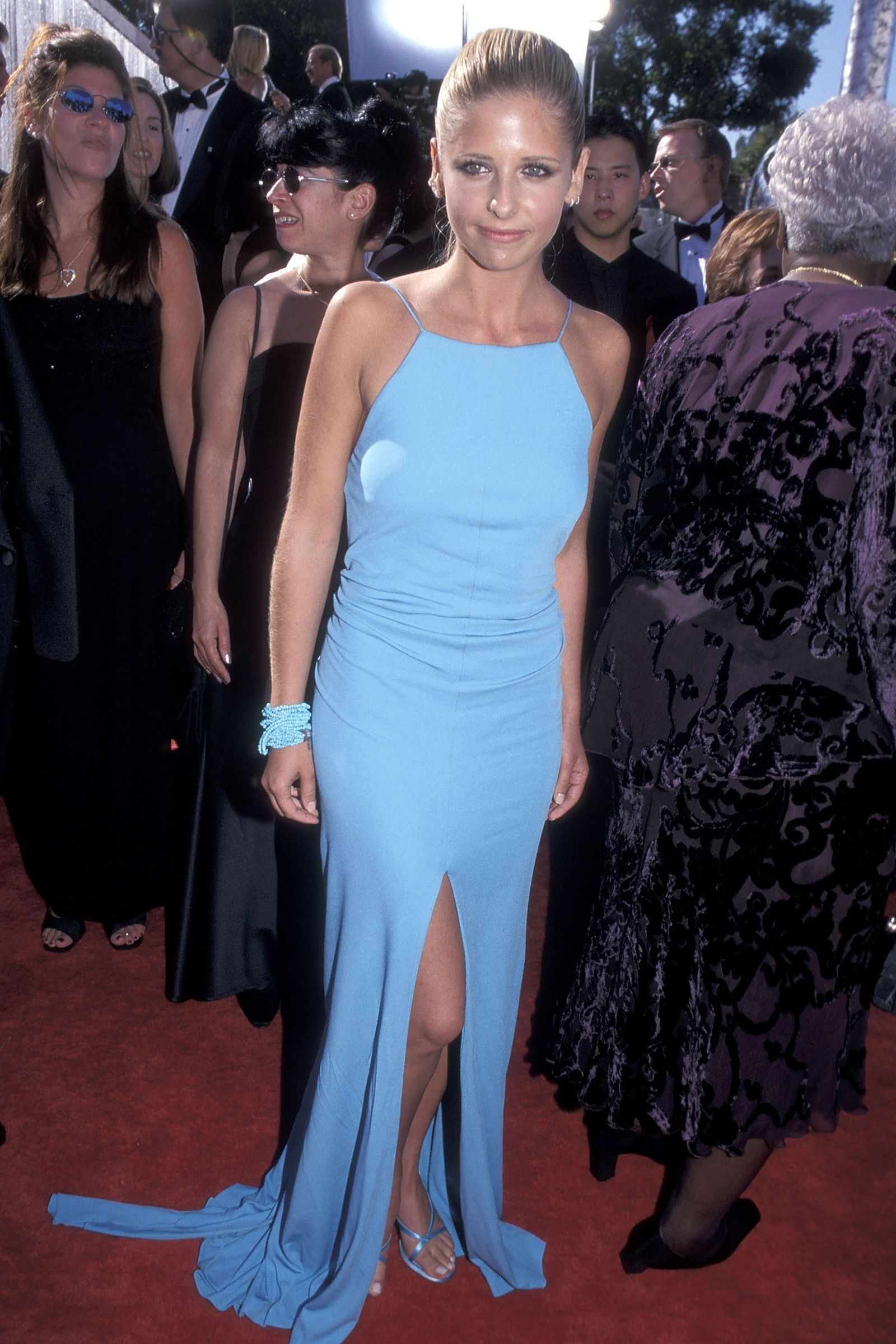 You Probably Forgot About These Emmy Red Carpet Moments Red Carpet Dresses Buffy Style Iconic Red Carpet Looks [ 2400 x 1600 Pixel ]