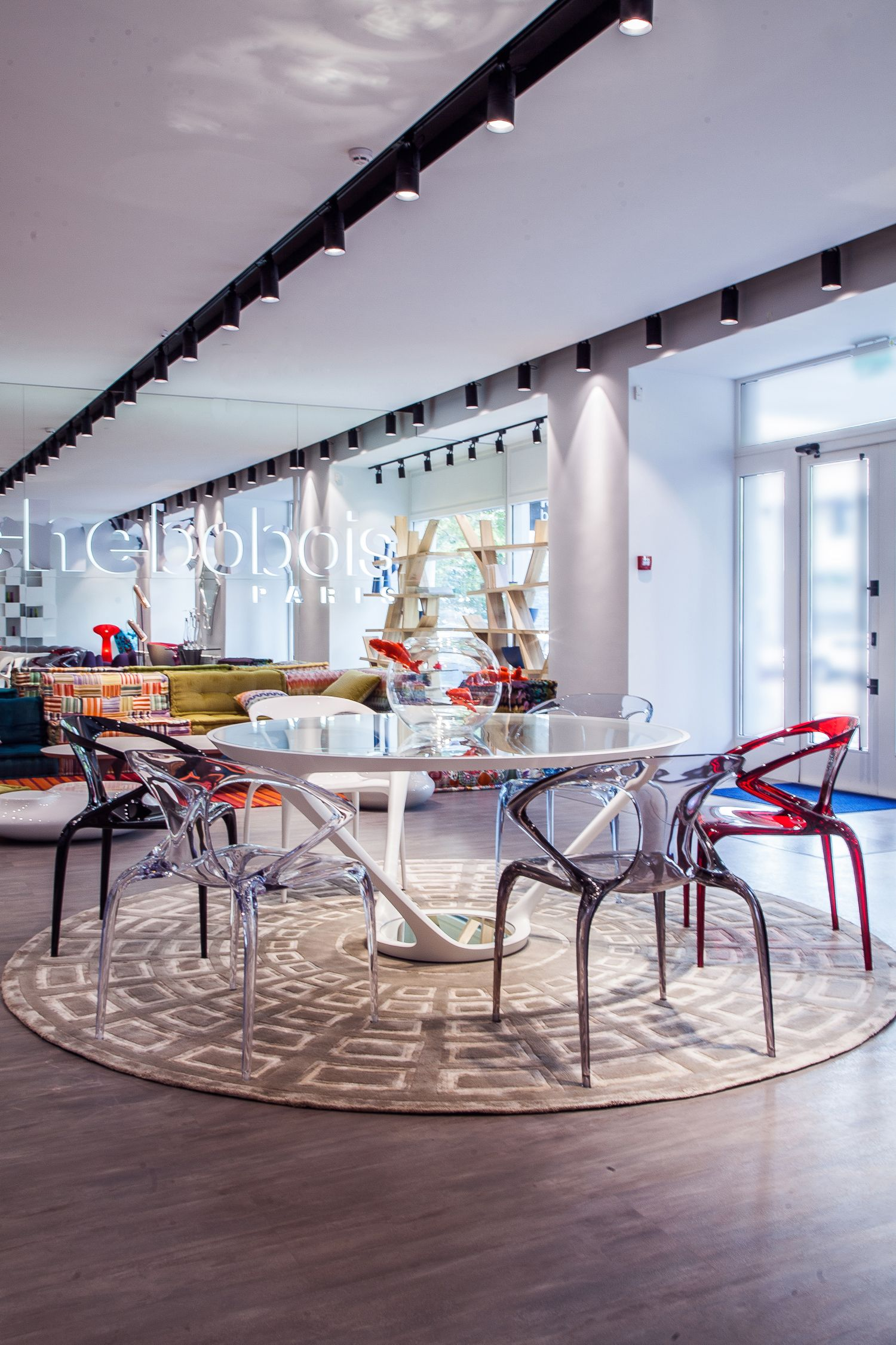 Roche Bobois | Kiev, Ukraine | Ora Ito Dining Table And Ava Chairs Showroom  Display