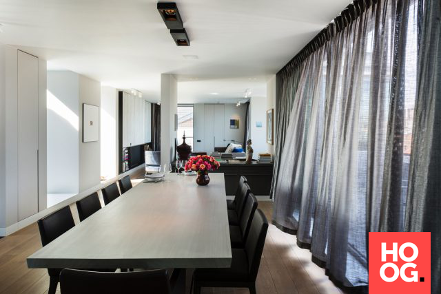 Grote moderne eettafel in penthouse eetkamer design dining room