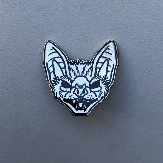 Metaal / zwart emaille pins bat van Inkspirednl op Etsy