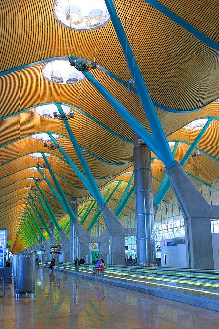 Madrid Barajas Airport. In 2000, began the construction of new terminals T4 and its satellite, T4S, designed by architects Antonio Lamela and Richard Rogers, and two parallel runways to the existing ones.