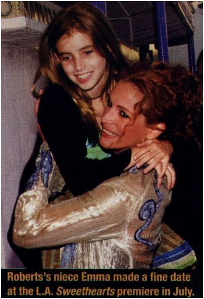 Emma Roberts And Aunt Julia Celebrity Siblings Celebrity Couples Childhood Photos