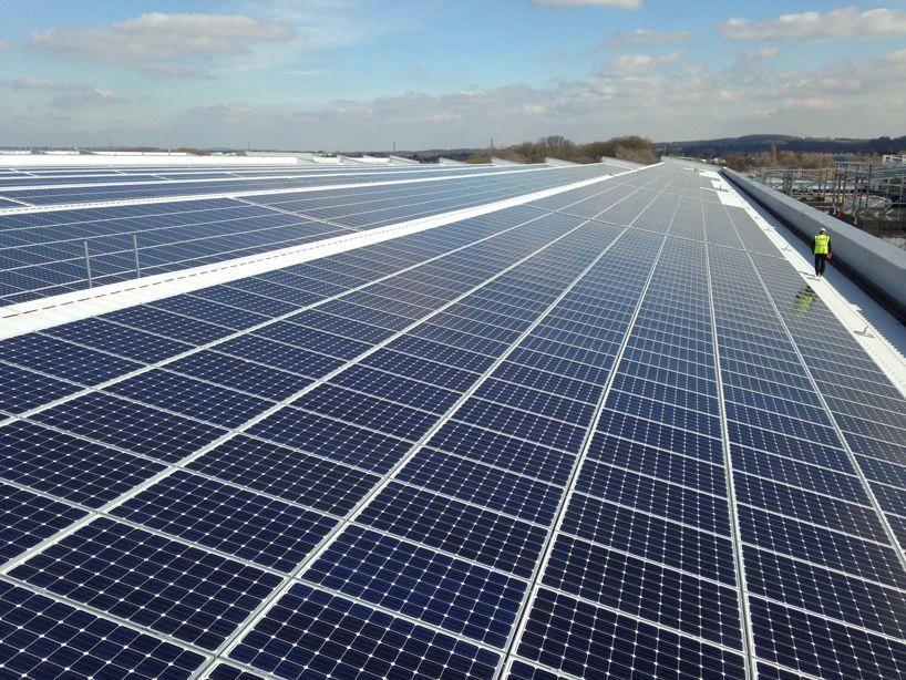 jaguar land rover installs UK's largest rooftop solar