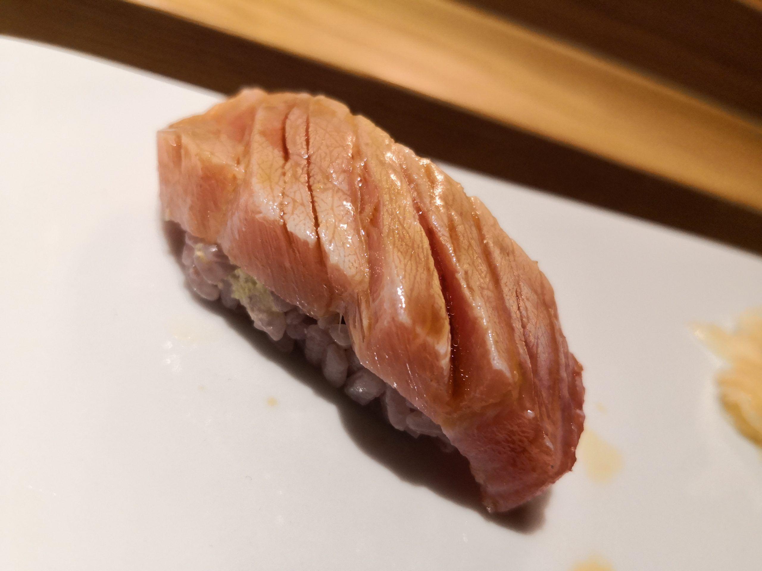 バルセロナで一番人気のお寿司屋さん【Sato i Tanaka】の記事です。全席カウンター席の本格的なお寿司屋さんですが、お値段はお手頃価格!!人気店のため予約必須のお寿司屋さんのご紹介です。#barcelona #spain #sushi #バルセロナ #寿司 #人気店