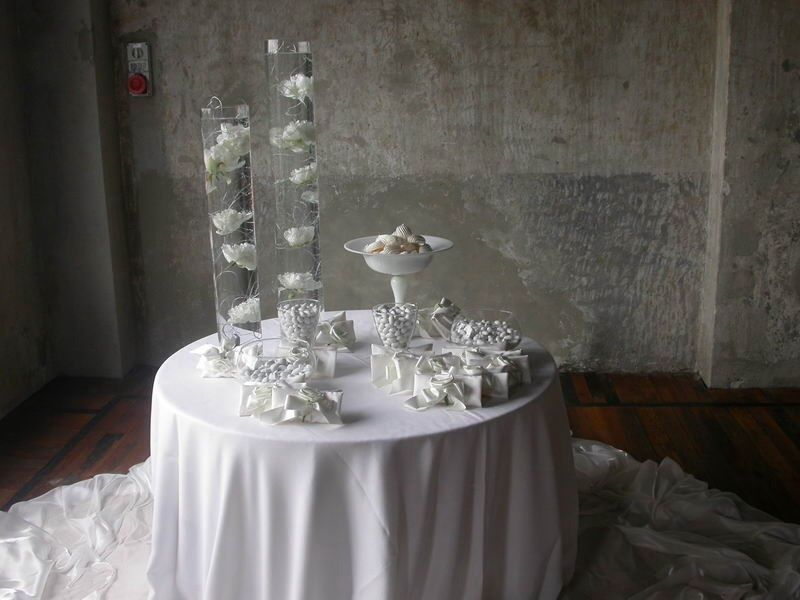 Monimal white table. Movieventi.com