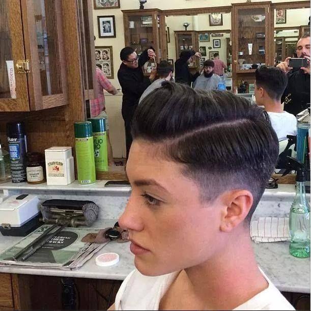 Old school barbershop haircut Taglio barbiere vecchia scuola