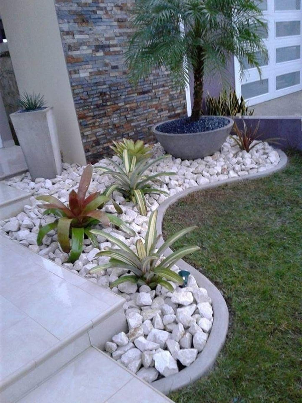 33 Inspiring Front Yard Landscaping Ideas In 2020 Rock Garden