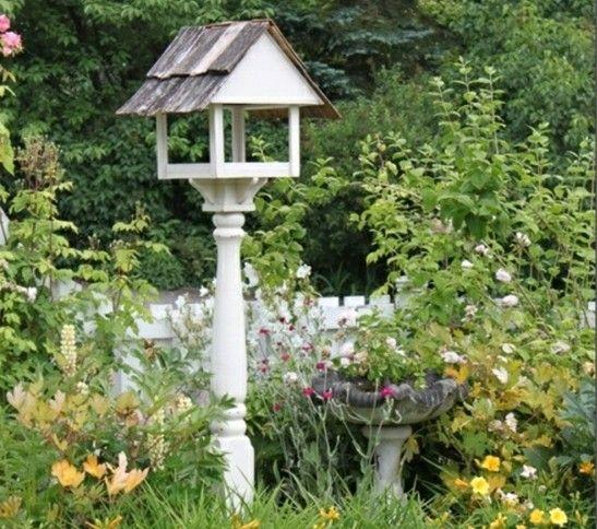Vogel Futterhaus weiße Farbe Garten gestalten Ideen Frühling - gartenaccessoires selber machen