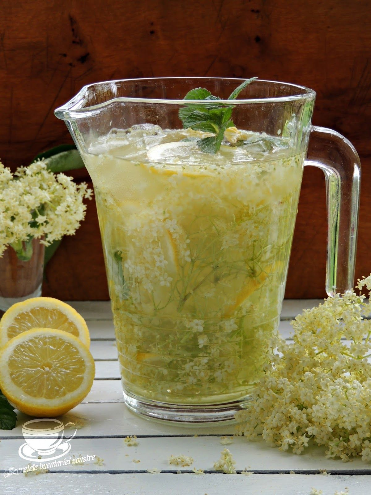 Limonada Cu Flori De Soc Si Menta With Images Food Recipes
