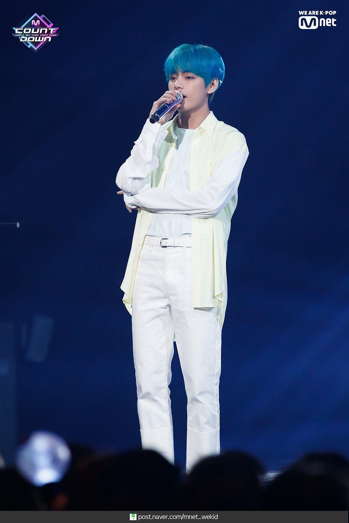 Pin De Park Jimin 13 Em Tae V Kim Taehyung Taehyung Cantores