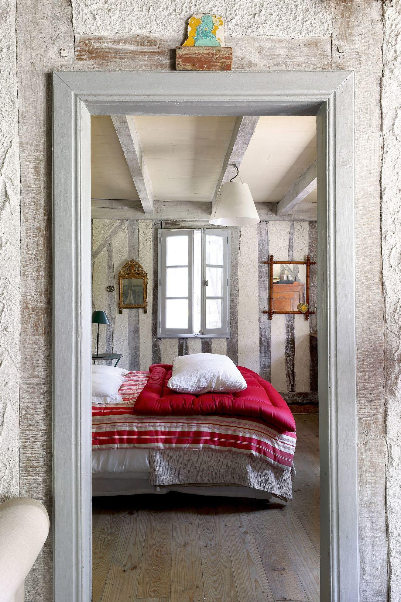 Gagner En Luminosite Idees Pas Cheres Pour Eclairer Une Piece Chambre A Coucher Cosy Colombage Et Maison De Vacances