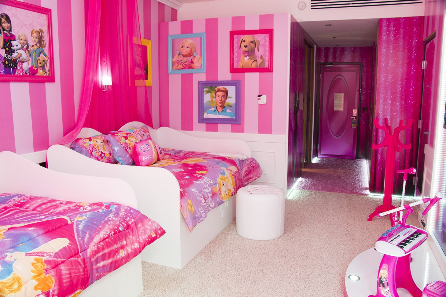 Cuartos para ni as de barbi buscar con google alcobas for Decoracion de dormitorios para ninas