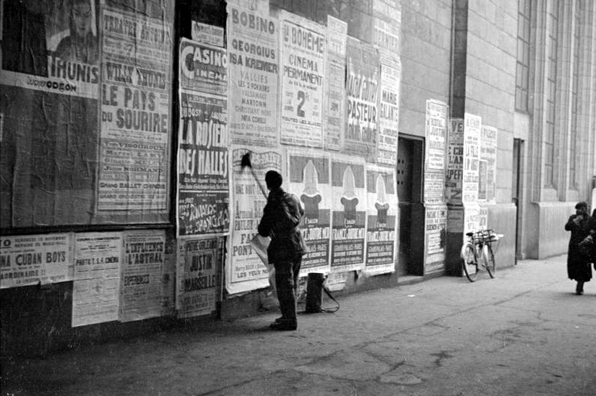 André Kertész - Le colleur d'affiches, Paris, 1928.