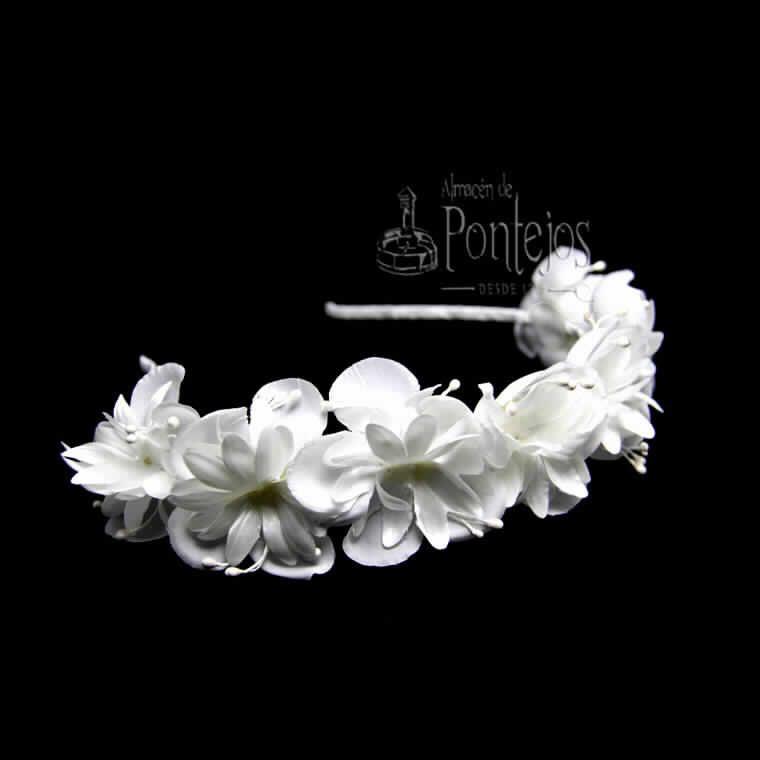 Tiaras y diademas para bodas, comuniones y eventos. http://tienda.pontejos.com/3718-Tienda-online-complemetos-ceremonia-merceria