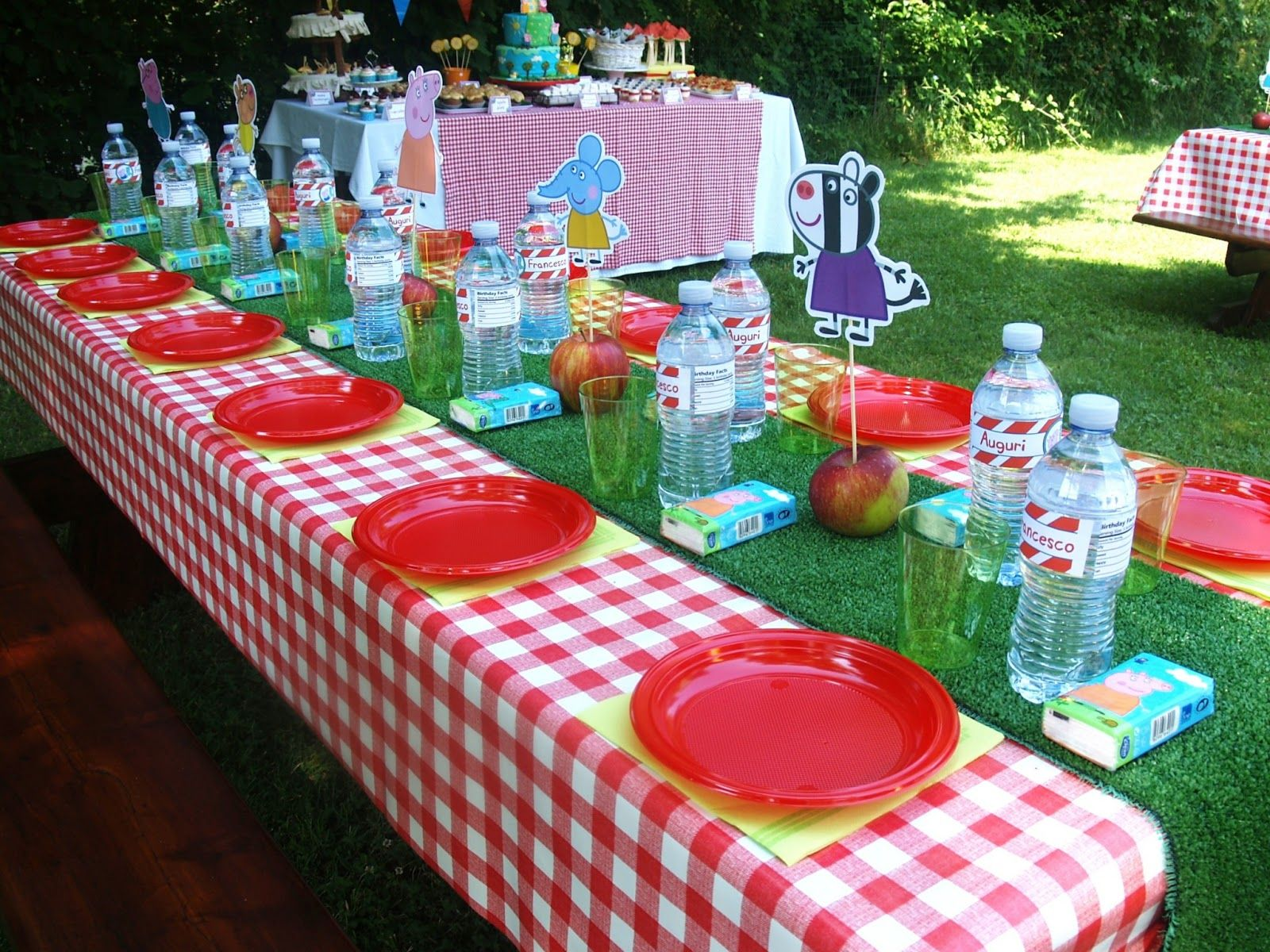 Divine Table Setting For A Peppa Pig Party 3rd Birthday Party