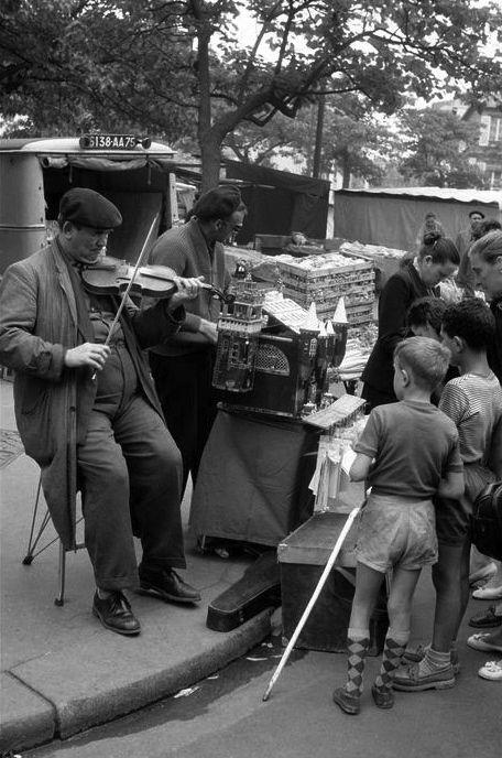 Montmartre Paris 1957 Photo: Inge Morath