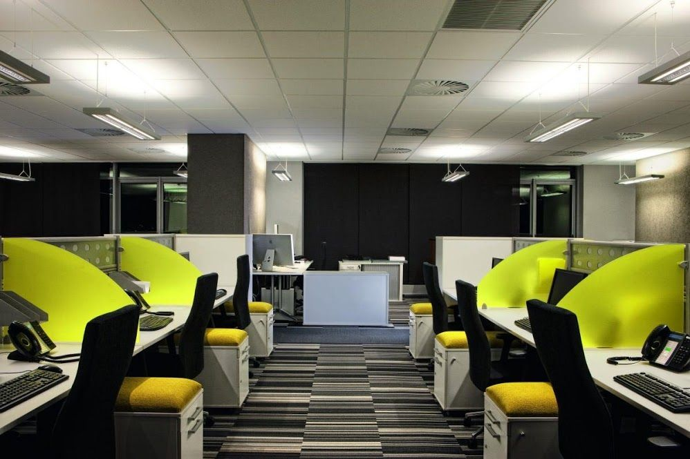 Advantages Of A Start Up If They Own A Serviced Office Space Interior Design Office Space Small Office Design Modern Office Interiors